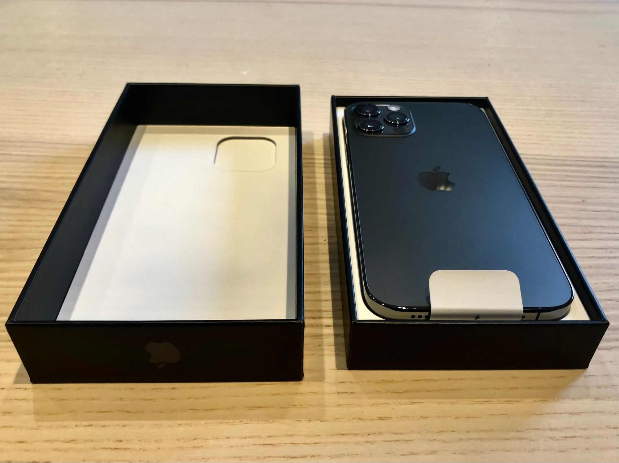 iPhone 12 Pro unboxing